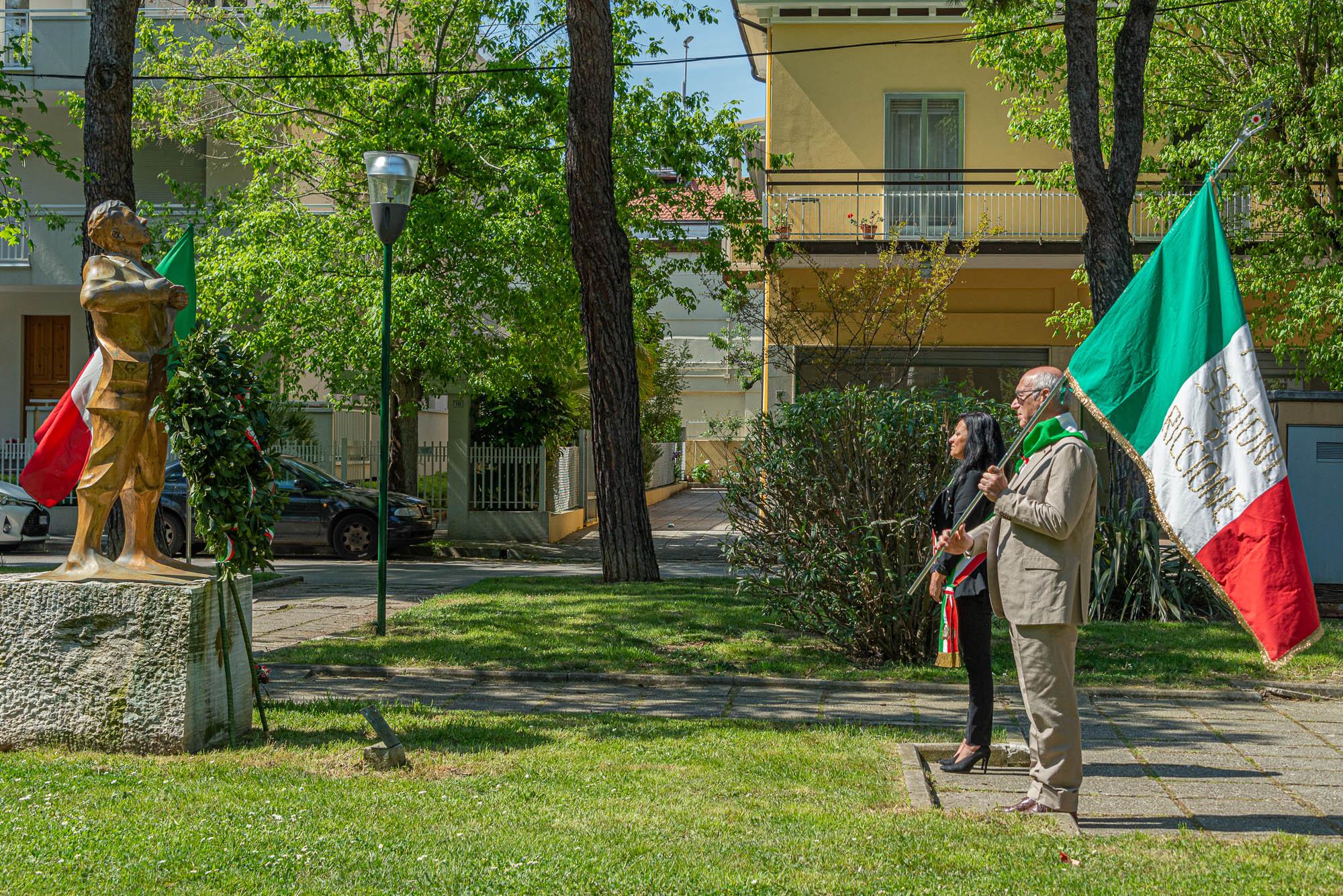 Il sindaco e Danilo Trappoli (ANPI RICCIONE) alla commemorazione del 25 aprile