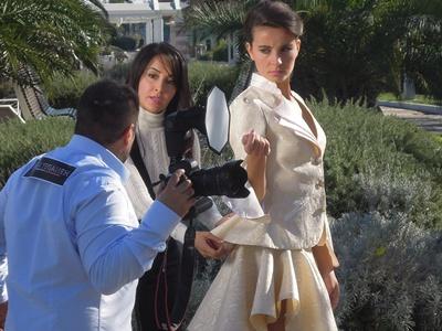 la stilista Porscia Yeganeh sul lungomare di Riccione