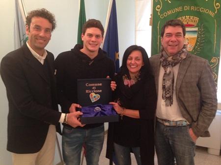 Simone Sabbioni con il sindaco Tosi, gli assesori Conti e Montanari