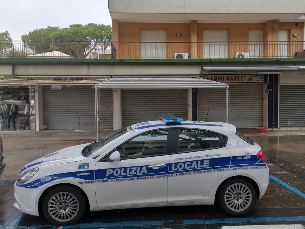 Controlli al Minimarket della Polizia Locale