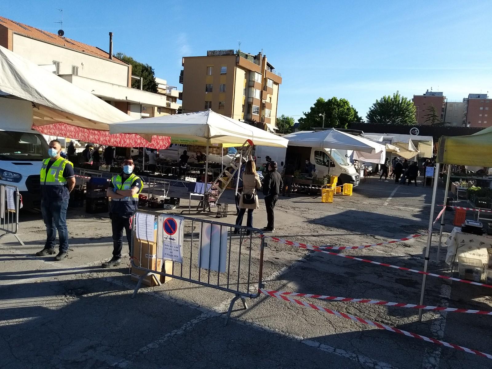 Mercato del venerdì in piazza dell'Unità