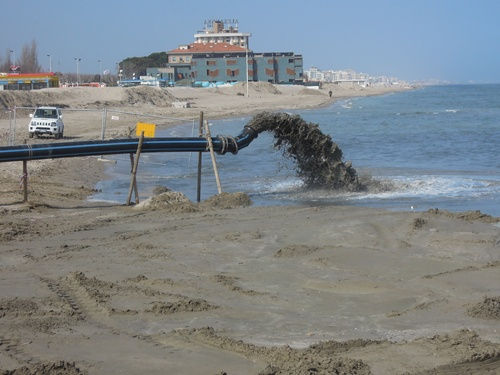 Matrimonio Spiaggia Misano Adriatico : Riccione il sabbiodotto al lavoro ricostruito primo