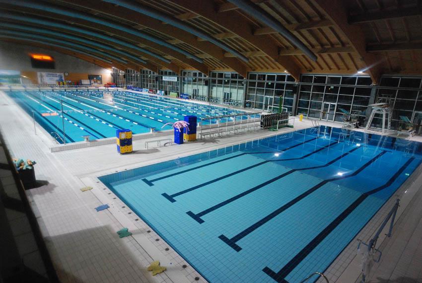 Comune di riccione zona tuffi piscina coperta foto for Piani di piscina coperta